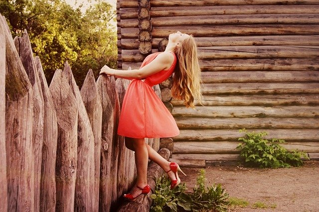 jakie buty do czerwonej sukienki