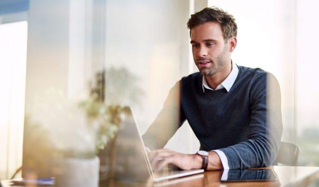 Jak założyć firmę przez internet? Krótki poradnik dla przyszłych przedsiębiorców